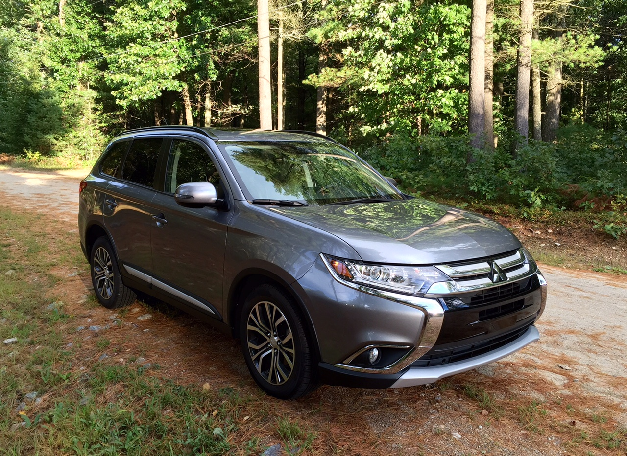 Blog Post Review 2016 Mitsubishi Outlander Shows Off An Improved Interior Car Talk