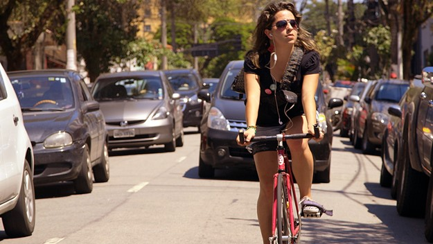 Activist Aline Cavalcante takes her life in her hands on the mean streets of Sao Paulo, Brazil. (from Bikes vs. Cars)