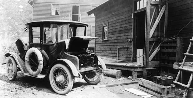 See The Plug That S How They Charged Evs In Old Days And Still Do Today