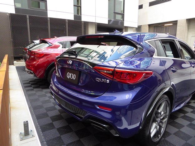 From the back, the family resemblance with the QX50 is clear. (Jim Motavalli photo)