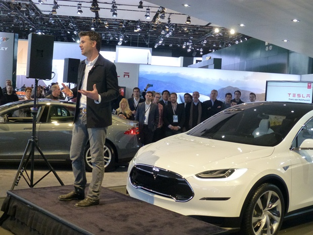 Tesla 's chief designer Franz von Holzhausen explaining the virtues of the 2014 Model X at the Detroit Auto Show. (Jim Motavalli photo)
