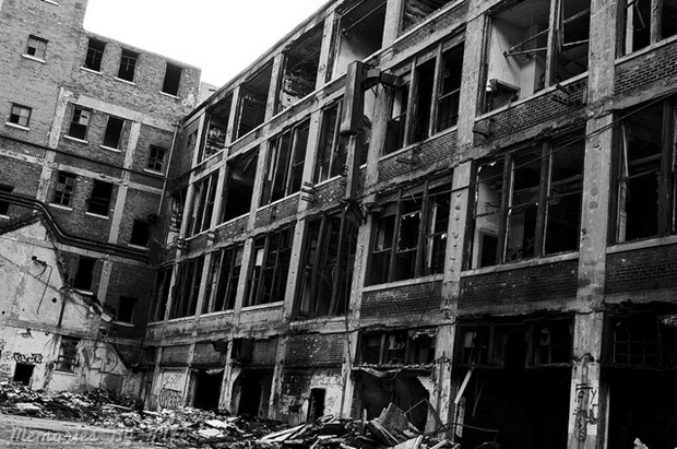 The Packard plant was one of the most modern in the world when it opened in 1903. (Flickr/Memories by Mike)